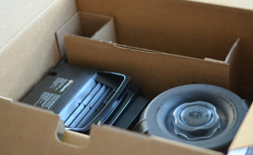 Picture of Vitamix Pro 300 motor and container in box
