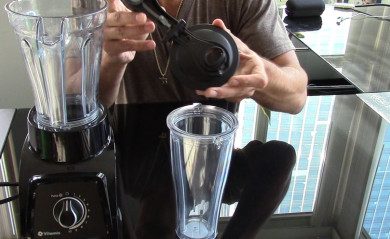 Lenny Gale reviewing the Vitamix S30