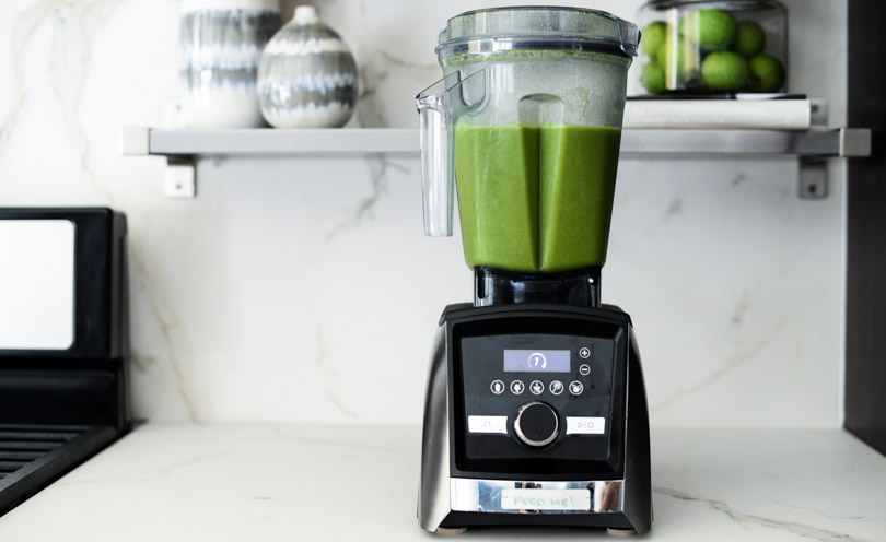 Vitamix A3500 with green juice